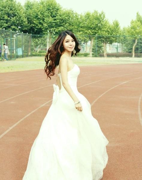 武汉大学毕业生拍婚纱毕业照上头条