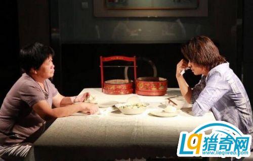 王宝强节目落泪向母亲道歉:我对不起您