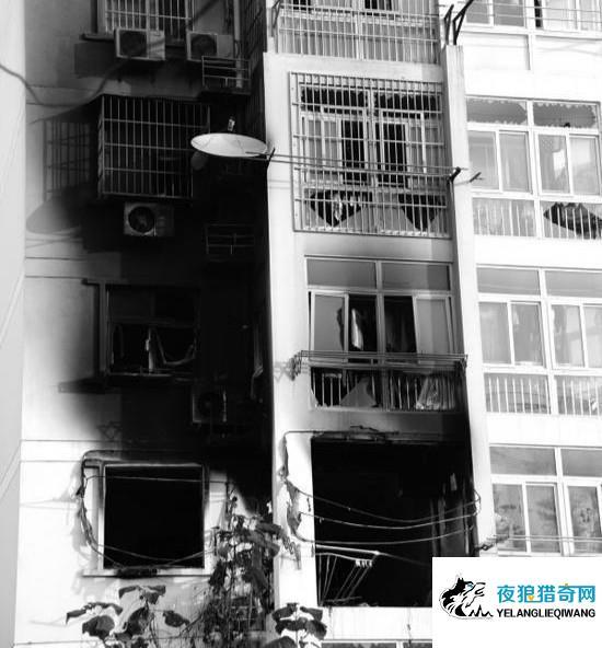 女子开门瞬间家里发生爆炸 目击者称防盗窗飞了过来