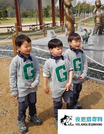 三胞胎近照曝光!大韩民国万岁初现小男子汉气质