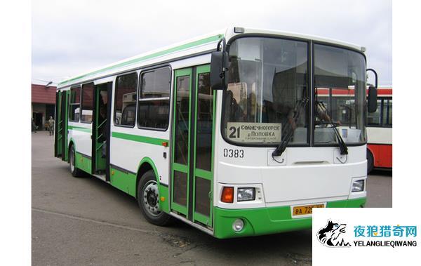 公交司机与乘客争执 撂下整车乘客离开被罚两百元