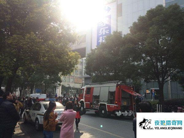 虹口龙之梦今早突发火灾 所幸商场尚未开业无人伤亡